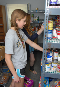 food_donate-girlstockshelf