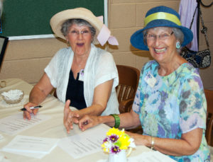 Jane-and-Janice-greeting-table